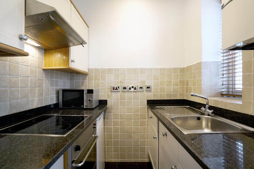 Luxury-Knightsbridge-Accommodation-London-Near-Harrods,-Hyde-Park,-Buckingham-Palace-Chesham-Court-Serviced-Apartments-Urban-Stay-8