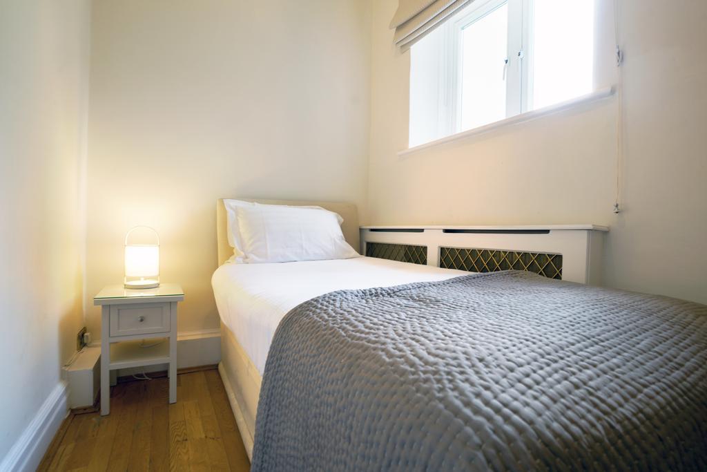 Luxury-Knightsbridge-Accommodation-London-Near-Harrods,-Hyde-Park,-Buckingham-Palace-Chesham-Court-Serviced-Apartments-Urban-Stay-9
