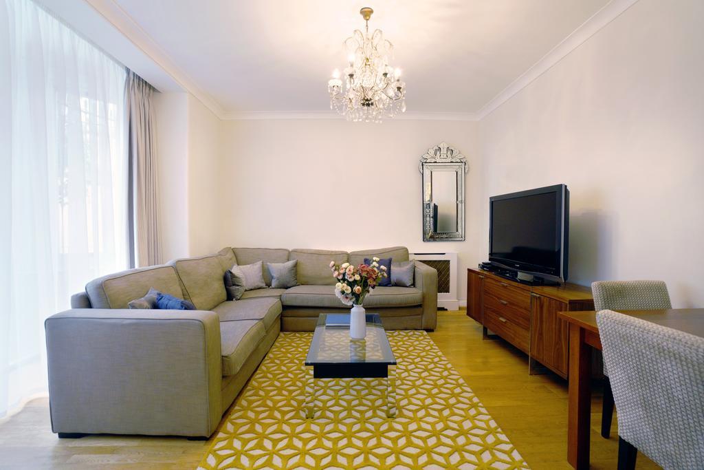 Luxury-Knightsbridge-Accommodation-London-Near-Harrods,-Hyde-Park,-Buckingham-Palace-Chesham-Court-Serviced-Apartments-Urban-Stay