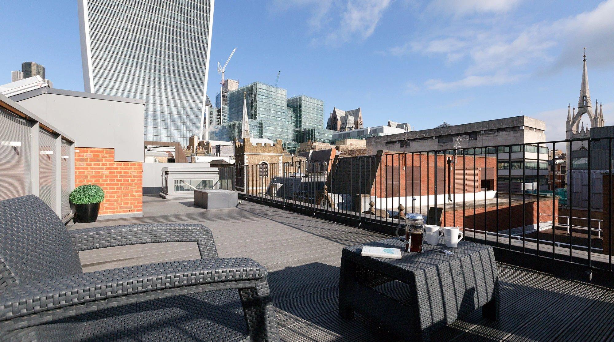 Serviced Apartments Monument - Lovat Lane Apartments UK ...
