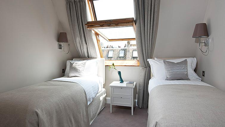 Manson-Place-Short-Stay-Apartments-South-Kensington---Serviced-Accommodation-London---bedroom-6
