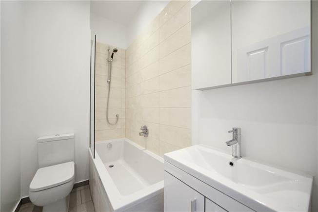 Notting Hill Apartments - Short Term Corporate Accommodation London by Urban Stay - Bathroom 2