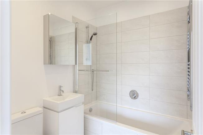 Notting Hill Apartments - Short Term Corporate Accommodation London by Urban Stay - Bathroom 3