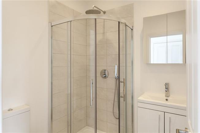 Notting-Hill-Apartments---Short-Term-Corporate-Accommodation-London-by-Urban-Stay---Bathroom-4