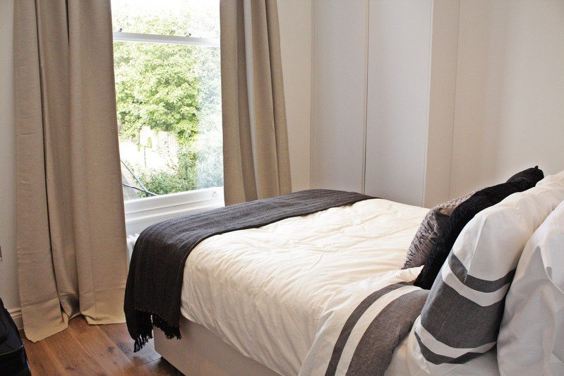 Notting-Hill-Apartments---Short-Term-Corporate-Accommodation-London-by-Urban-Stay---Bedroom-45