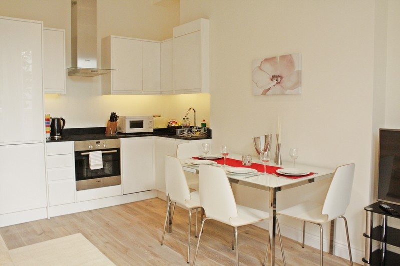 Notting Hill Apartments - Short Term Corporate Accommodation London by Urban Stay - Dining Area 210