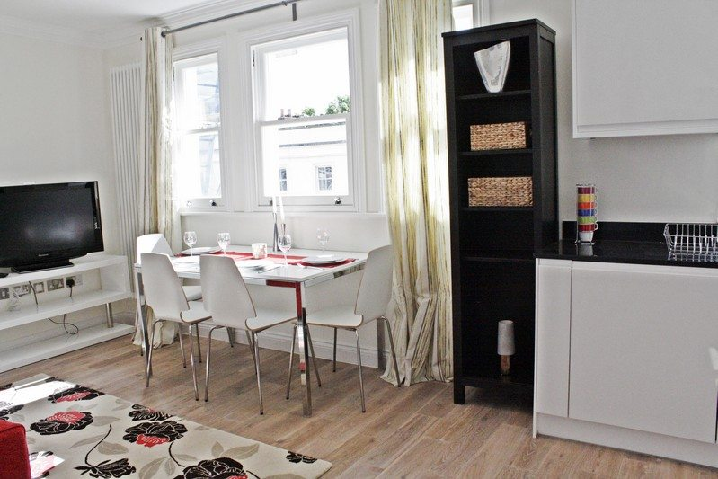 Notting-Hill-Apartments---Short-Term-Corporate-Accommodation-London-by-Urban-Stay---Dining-Area-412