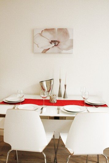 Notting Hill Apartments - Short Term Corporate Accommodation London by Urban Stay - Dining Area