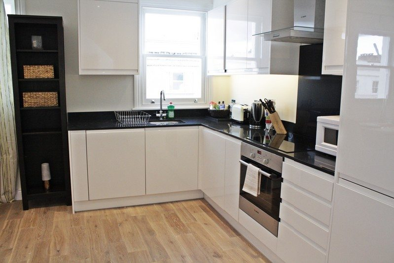 Notting Hill Apartments - Short Term Corporate Accommodation London by Urban Stay - Kitchen 2