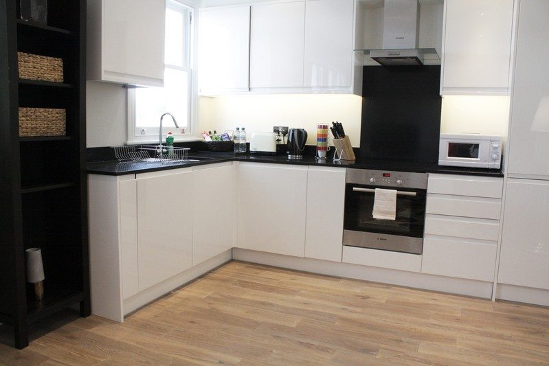 Notting Hill Apartments - Short Term Corporate Accommodation London by Urban Stay - Kitchen 416
