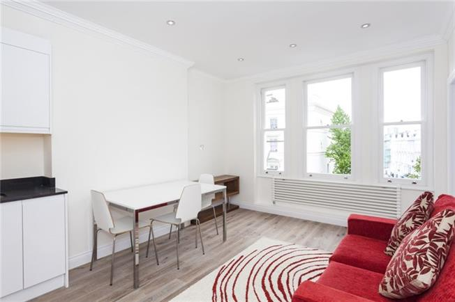 Notting Hill Apartments - Short Term Corporate Accommodation London by Urban Stay - Living Room 4