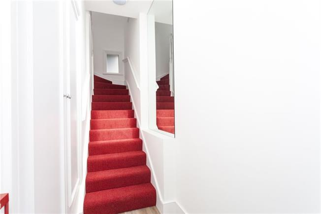 Notting Hill Apartments - Short Term Corporate Accommodation London by Urban Stay - Staircase