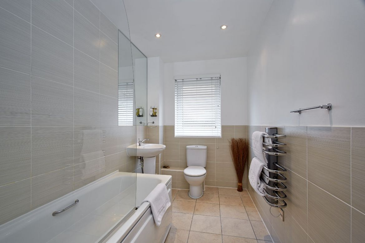 Pavilions-Windsor-serviced-apartments-UK---Urban-Stay-corporate-accommodation---bathroom