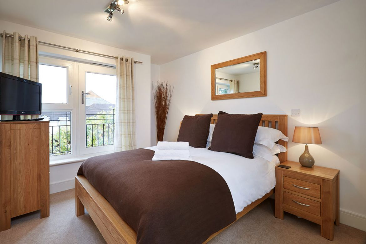 Pavilions-Windsor-serviced-apartments-UK---Urban-Stay-corporate-accommodation---bedroom-2