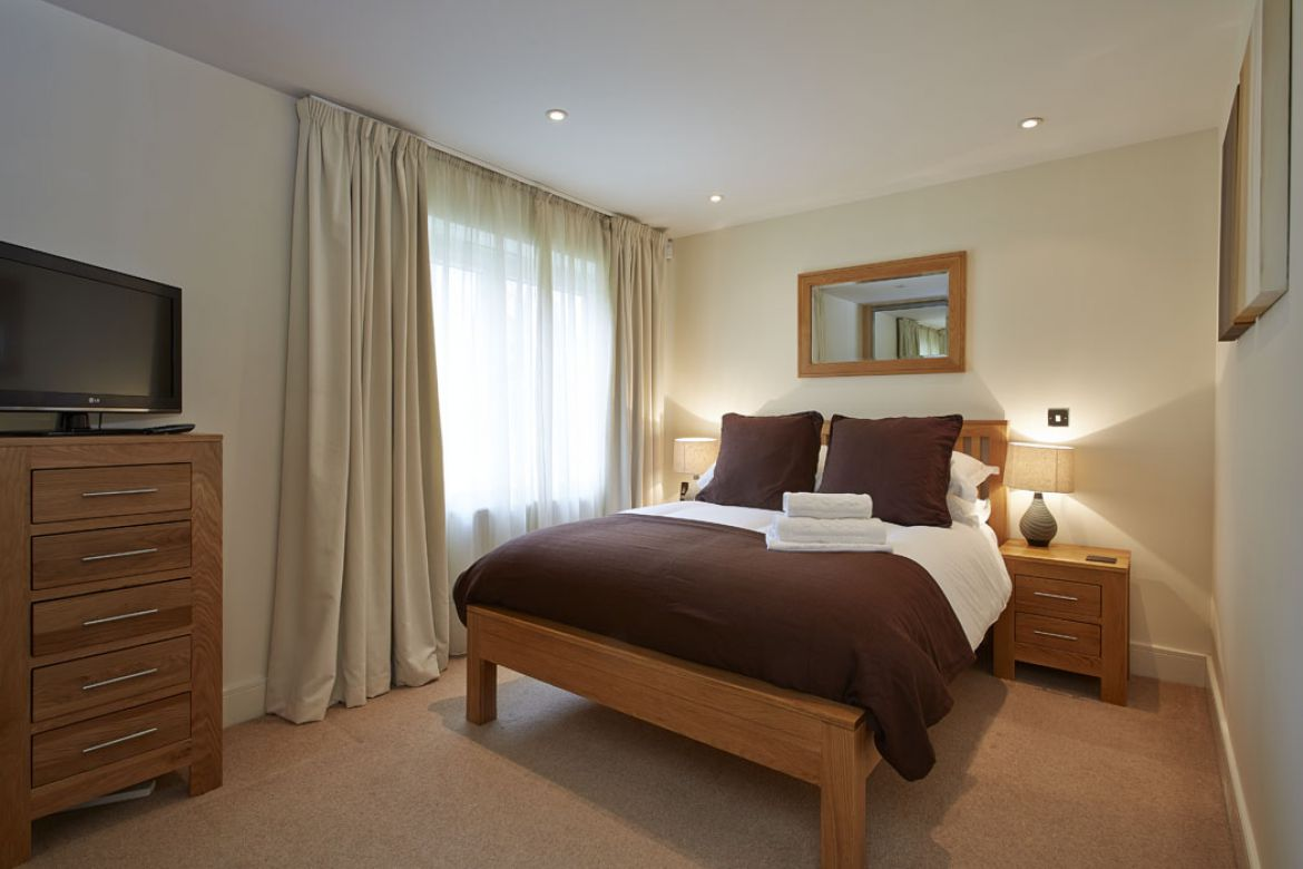 Pavilions-Windsor-serviced-apartments-UK---Urban-Stay-corporate-accommodation---bedroom