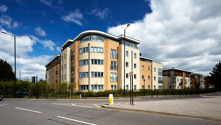 Pavilions-Windsor-serviced-apartments-UK---Urban-Stay-corporate-accommodation---building-exterior