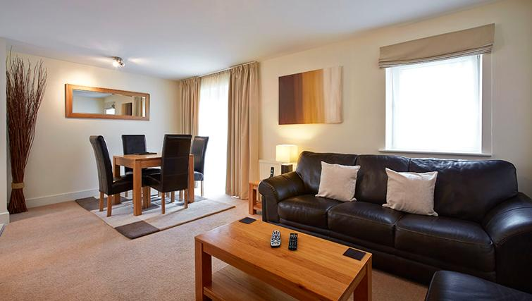 Pavilions-Windsor-serviced-apartments-UK---Urban-Stay-corporate-accommodation---living-room-3