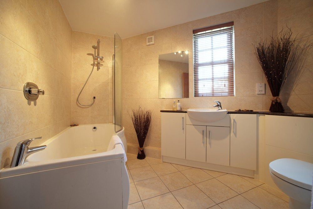 Serviced-Apartments-Bournemouth---Modern-Bathroom-in-Exchange-Buildings-Apartments---Urban-Stay