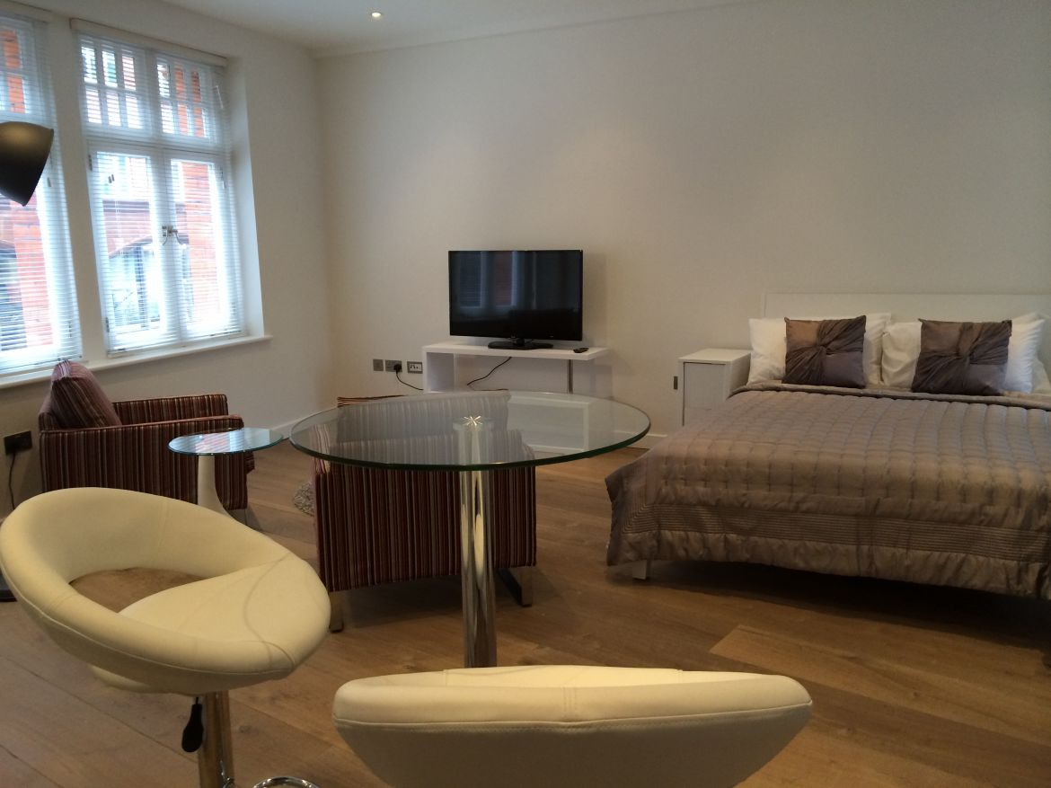 Studio Reception Room at Rose Street Serviced Apartments Covent Garden - Central London