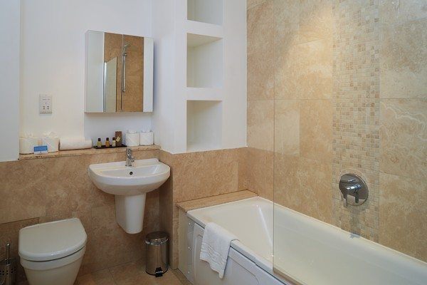 Vauxhall-Serviced-Apartments-South-London-Urban-Stay---Bathroom-1