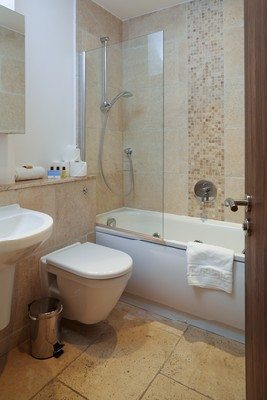 Vauxhall-Serviced-Apartments-South-London-Urban-Stay---Modern-Bathroom