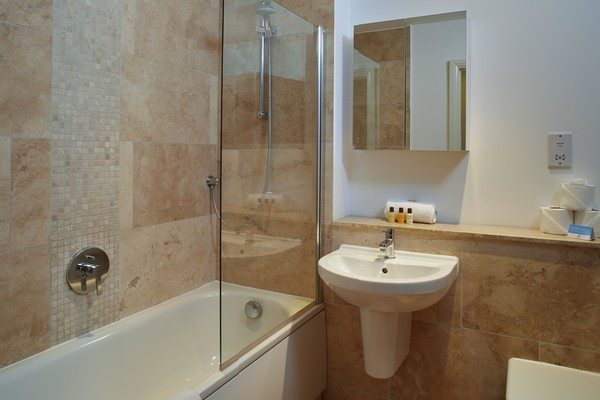 Vauxhall-Serviced-Apartments-South-London-Urban-Stay---Luxury-Bathroom