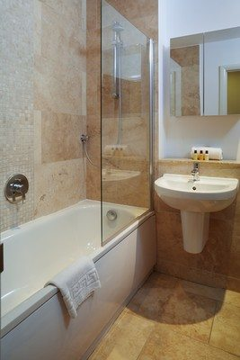 Vauxhall-Serviced-Apartments-South-London-Urban-Stay---Marble-Bathroom