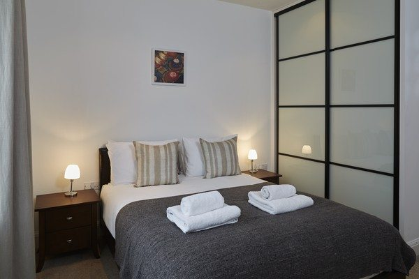 Vauxhall-Serviced-Apartments-South-London-Urban-Stay---Stylish-Bedroom