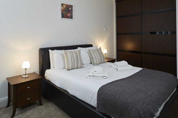 Vauxhall-Serviced-Apartments-South-London-Urban-Stay---Bedroom-with-Storage