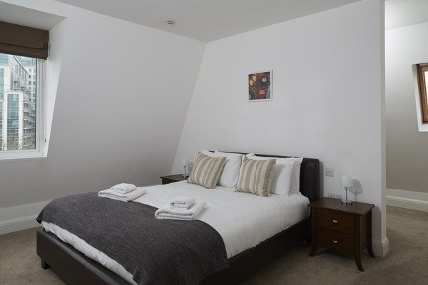 Vauxhall-Serviced-Apartments-South-London-Urban-Stay---Comfortable-Bedroom