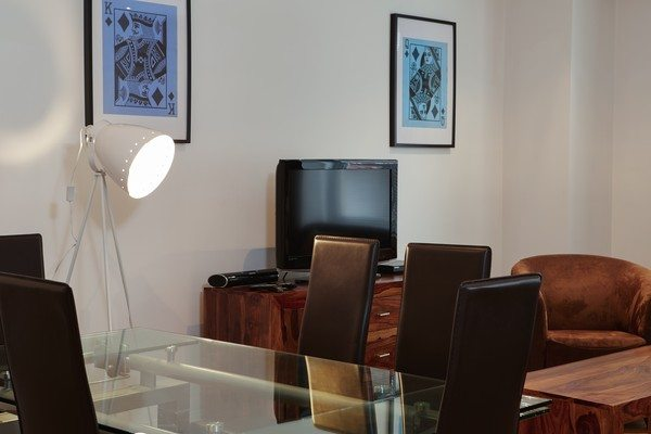 Vauxhall-Serviced-Apartments-South-London-Urban-Stay---Dining-Area