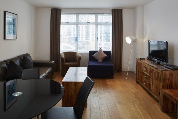 Vauxhall-Serviced-Apartments-South-London-Urban-Stay---Bright-Living-Room