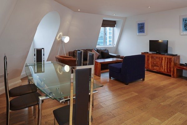 Vauxhall-Serviced-Apartments-South-London-Urban-Stay---Living-Room-and-Dining-Area