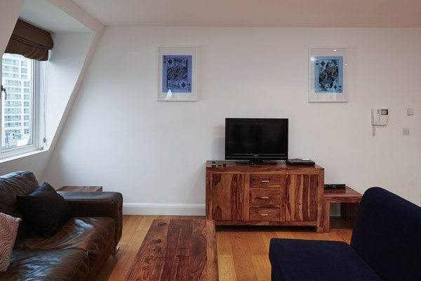 Vauxhall-Serviced-Apartments-South-London-Urban-Stay---Modern-Living-Room
