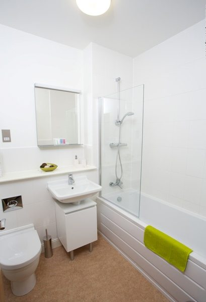 Yeovil-Serviced-Apartments-UK-bathroom---Urban-Stay-corporate-accommodation