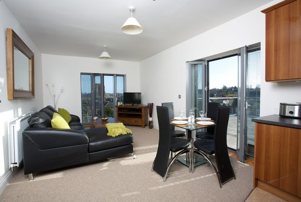 Yeovil-Serviced-Apartments-UK-living-room---Urban-Stay