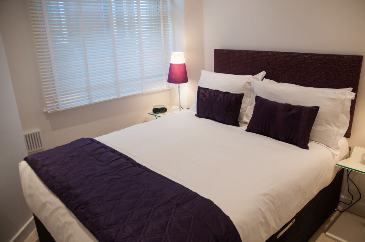 Modern-Bedroom-at-West-Street-Apartments---Corporate-Accommodation-Covent-Garden-|-Urban-Stay