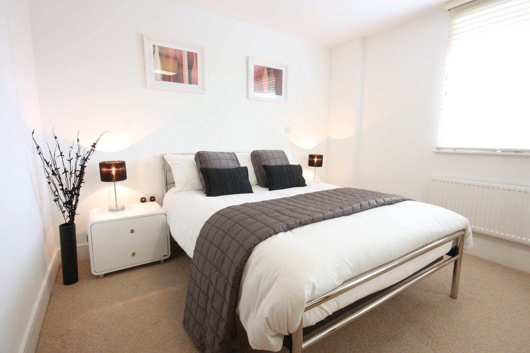 Windsor-Serviced-Accommodation,-Berkshire,-UK!-Including-HD-TV-with-Full-Sky-Package-&-On-site-Parking!-BOOK-NOW-on-+44-208-691-3920-for-the-best-rates!