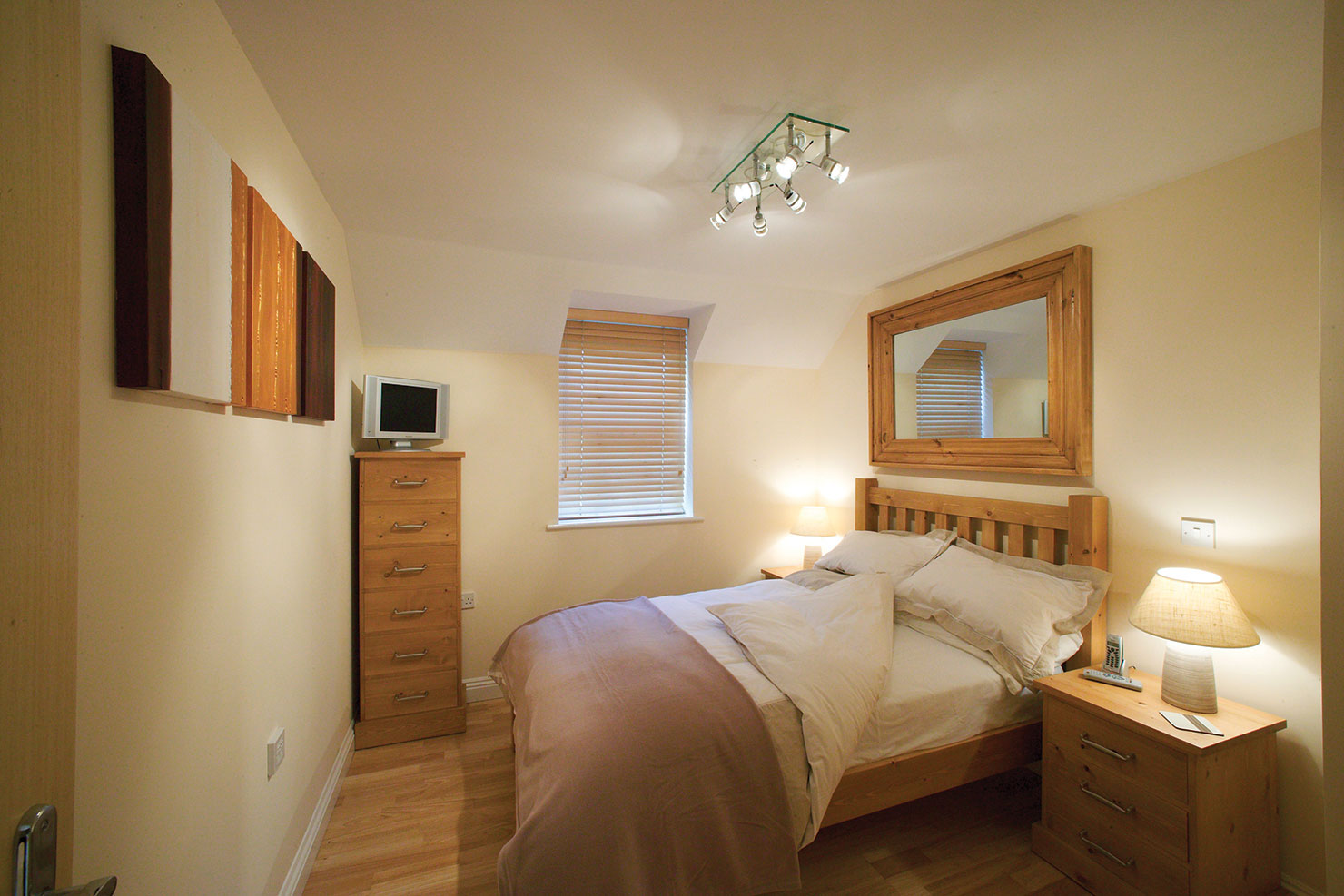 Newbury-Serviced-Apartments,-UK---Smeaton-Court-Apartments,-Available-Now!-Book-Luxurious-Accommodation-with-Beautiful-Interior-&-Free-Parking-|-Urban-Stay