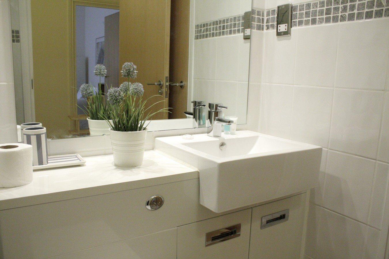 Liverpool-Street-Serviced-Apartments-London---Astral-House-Modern-Bathroom-|-Urban-Stay
