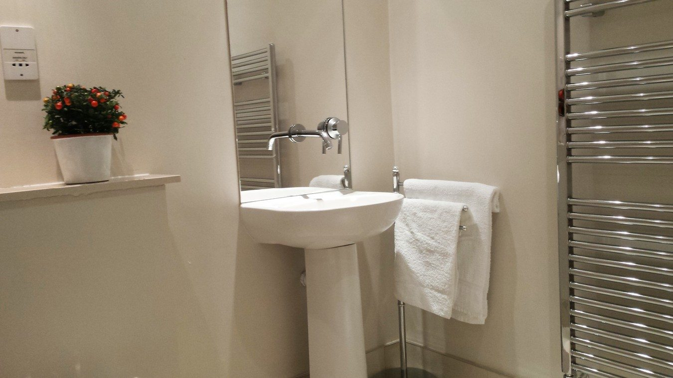 Liverpool-Street-Serviced-Apartments-London---Astral-House-Bathroom-|-Urban-Stay