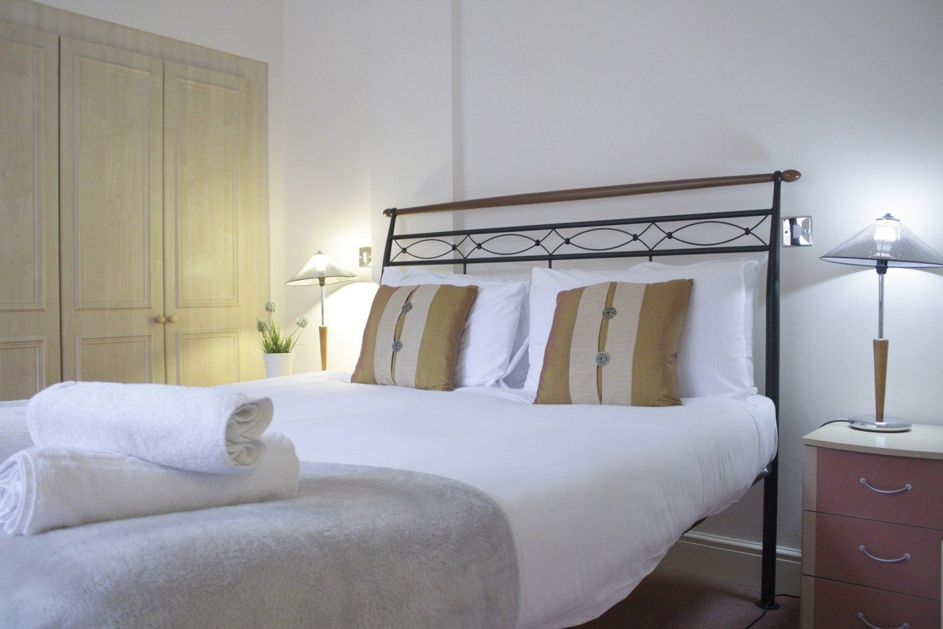 Bedroom-of-Astral-House-Serviced-Apartments-Liverpool-Street---Corporate-Accommodation-in-the-City-of-London