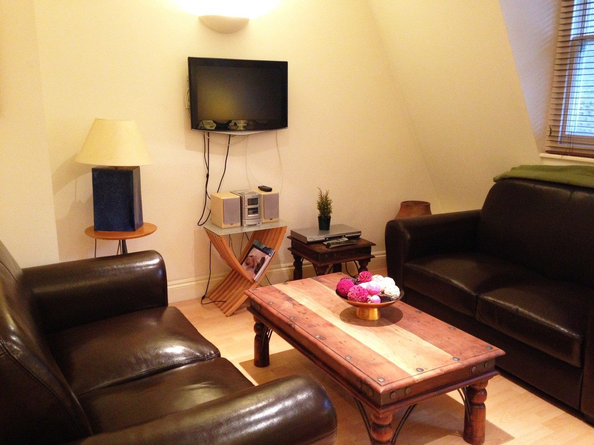 Liverpool Street Serviced Apartments London - Astral House Living Room with TV | Urban Stay