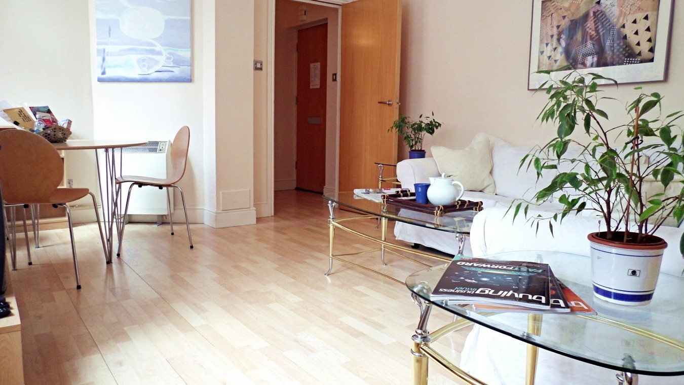 Liverpool Street Serviced Apartments London - Astral House Spacious Living Room | Urban Stay