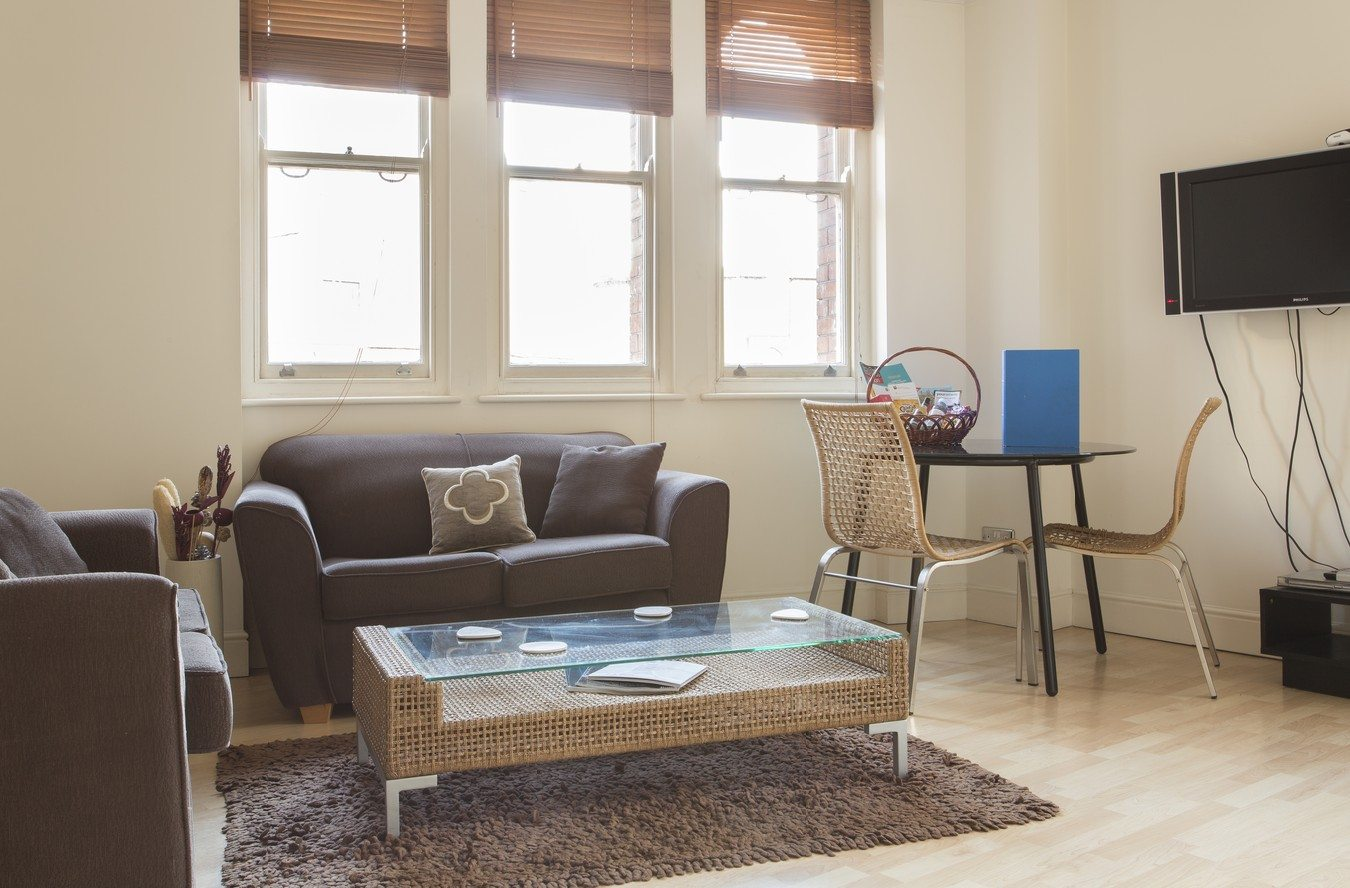 Liverpool Street Serviced Apartments London - Astral House Bright Living Room | Urban Stay
