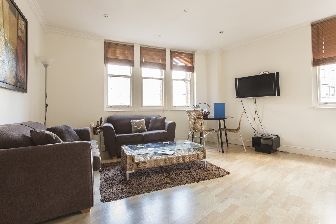 Liverpool Street Serviced Apartments London - Astral House Modern Living Room | Urban Stay