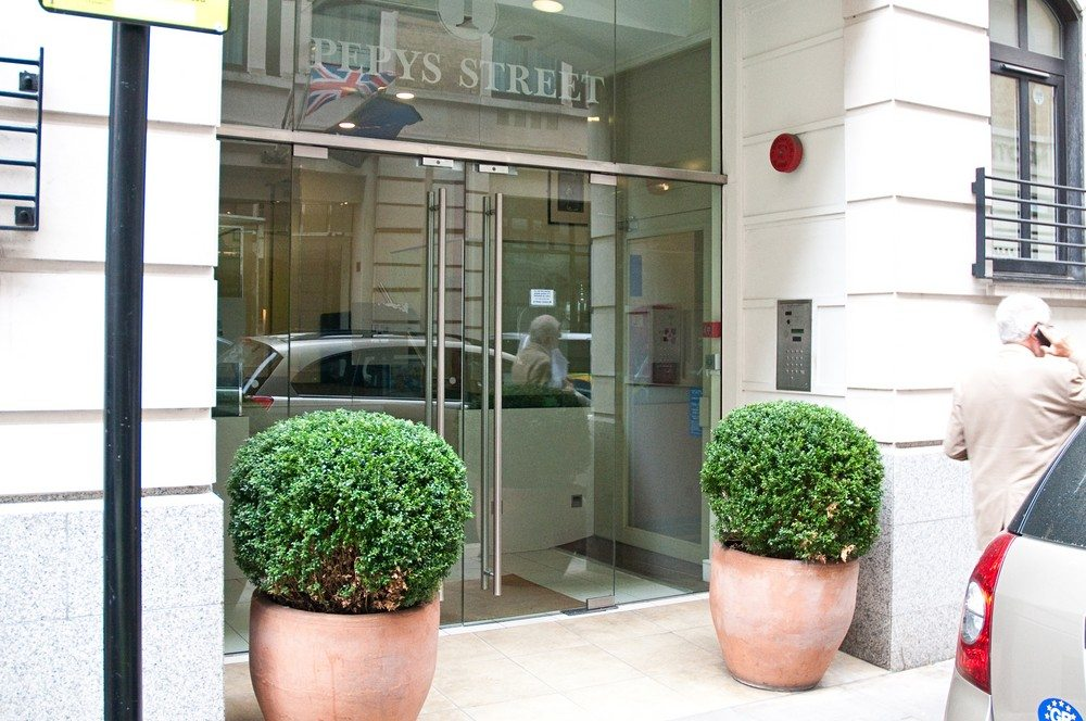 Pepys-Serviced-Apartments-Tower-Hill---The-City-of-London--Entrance