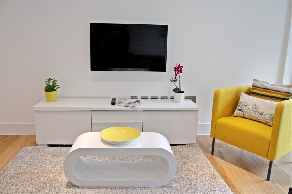 road serviced apartments notting hill london living room
