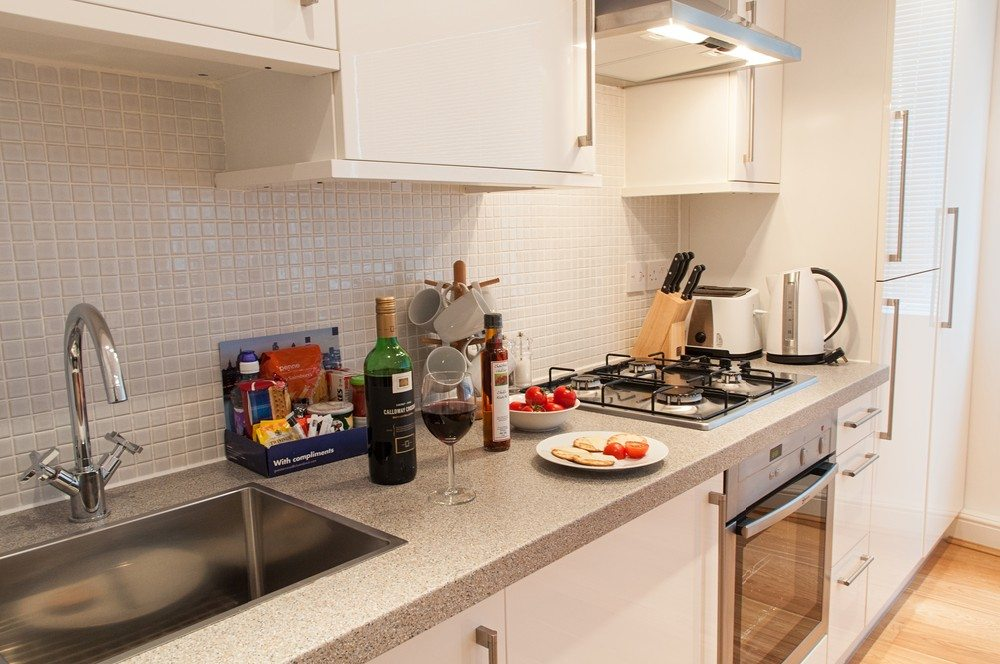 Stylish-Kitchen-at-Savage-Gardens-Serviced-Apartments-Tower-Hill,-London-City