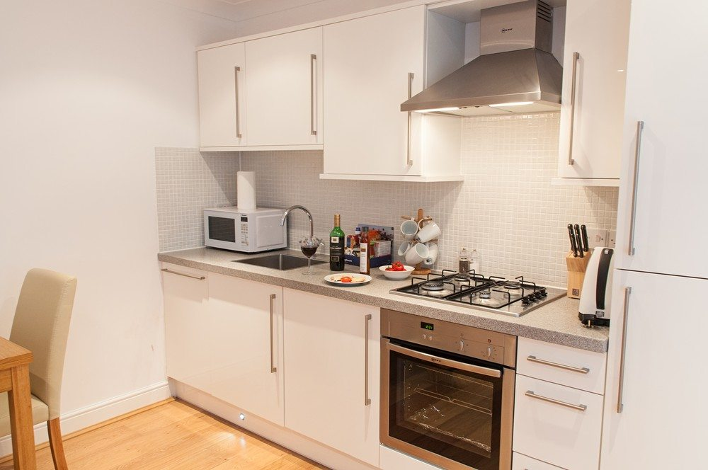 Modern-Kitchen-at-Savage-Gardens-Serviced-Apartments-Tower-Hill,-London-City